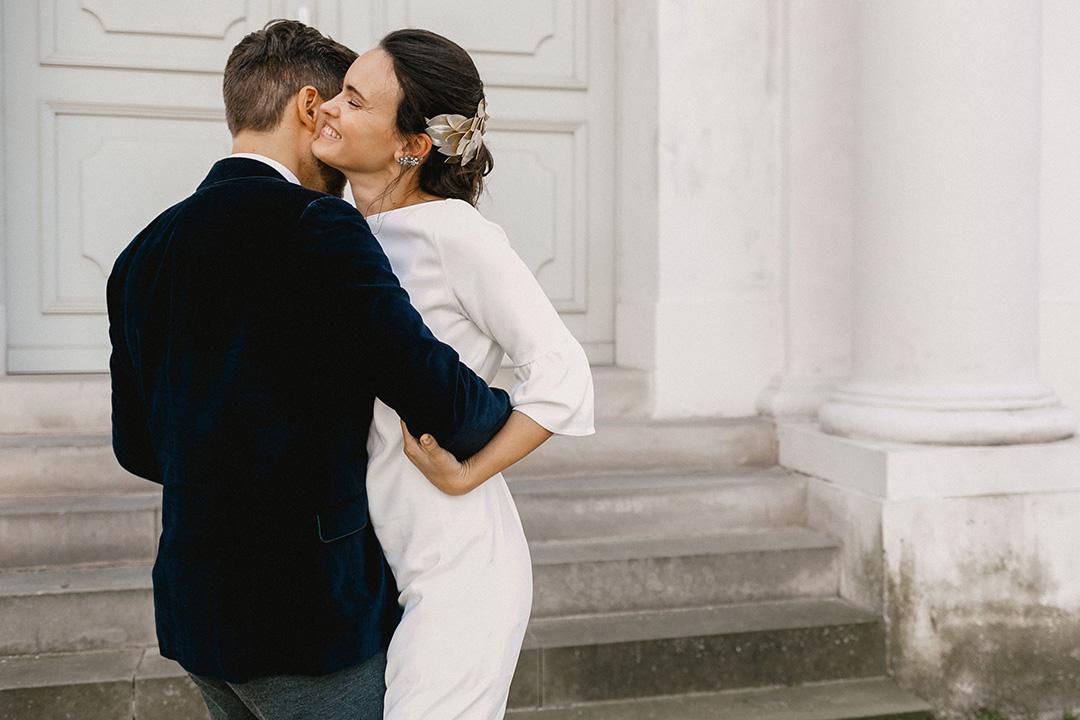 Heimliche Hochzeit in Berlin - das Brautpaar tanzt