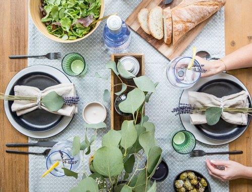 Tischdekoration mit Gin Tonic und Eukalyptus