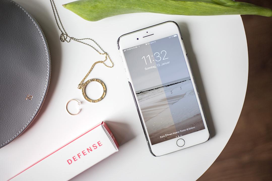 Digital Aging Smartphone auf dem Tisch