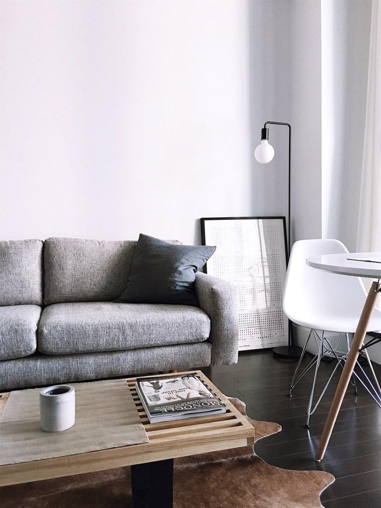 Ordnung für immer - minimalistisches Wohnzimmer