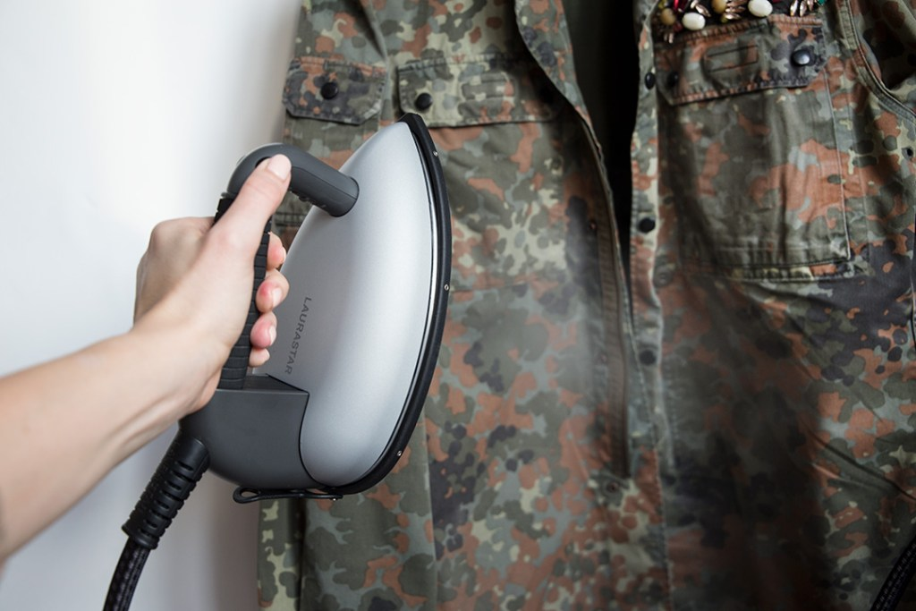 Military jacket Upcycling, Jacke reinigen