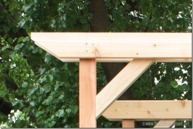 Sandwiched Corner Support Beam between cross support beams