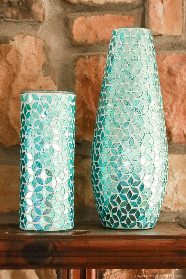 Pairing same pattern but in different sizes and shapes creates a focal interest