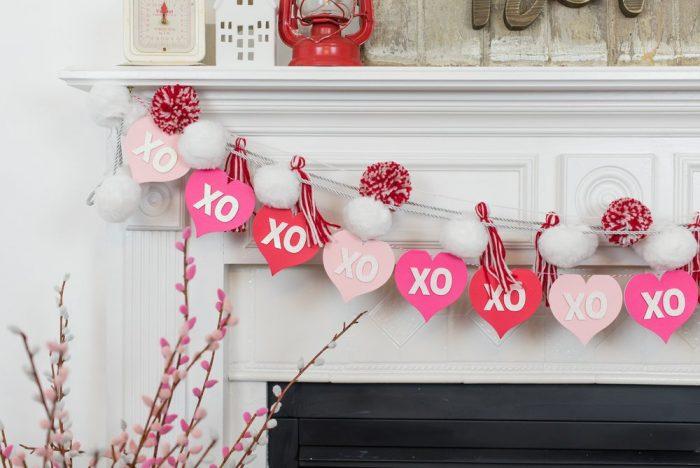 Heart banner with xo on each heart