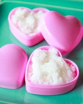 DIY Homemade Lip Scrub made with Sugar