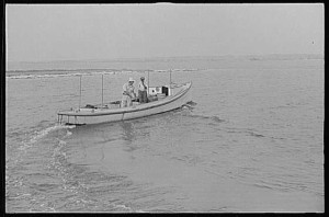 A Draketail style crabbing boat from the 1930's on the Wicomico River. Library of Congress