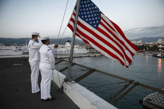 USS-Mesa-Verde-LPD-19-raising-flag.