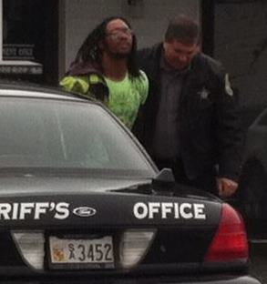 Aaron Nathaniel Hines being bundled off to the pokey after he beat feet over stashed stash at Queen Anne County Circuit Courthouse.