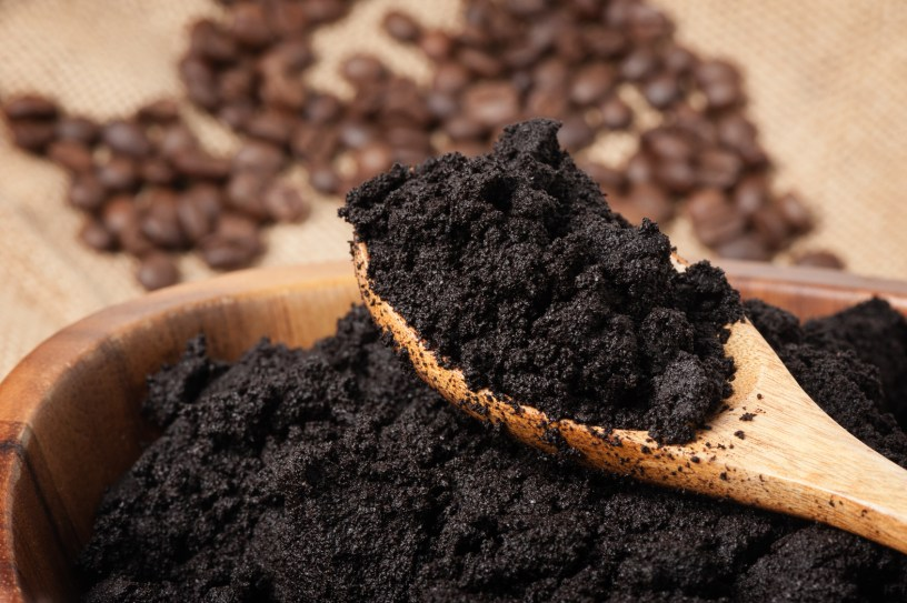 use coffee grounds in the garden