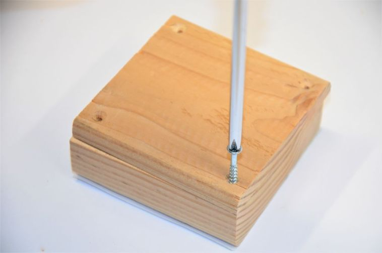 add screws for the box lid