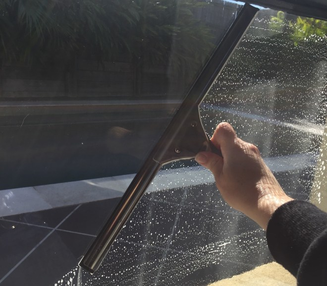 Cleaning Windows Quickly and Efficiently