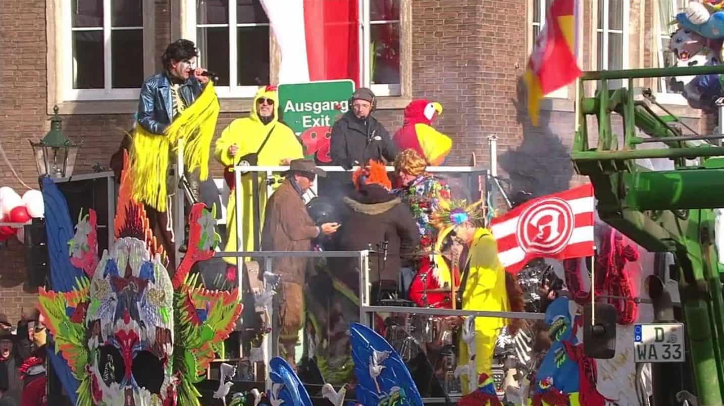 Rosenmontagszug 2018 Düsseldorf: Die Toten Hosen live