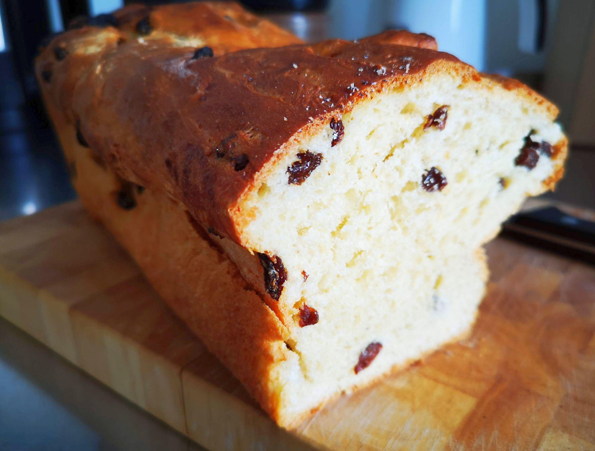 Mit Butter, mit Marmelade, mit Wurst, einfach so: Selbstgemachter Rosinenstuten (Foto: TD)