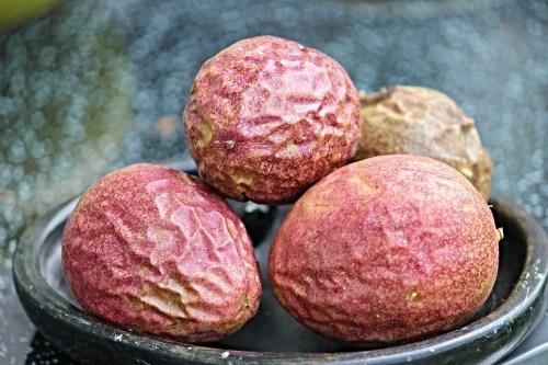 Passionsfrüchte für Passionsfrucht-Tiramisu
