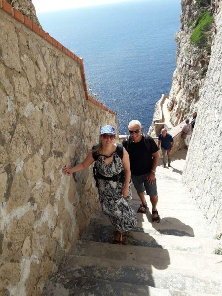 654 Stufen zu Neptuns Grotte halten dich fit auf Sardinien