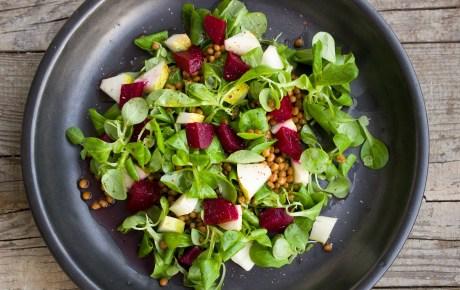 Salat mit Dressing aus Agavensüße und Senf