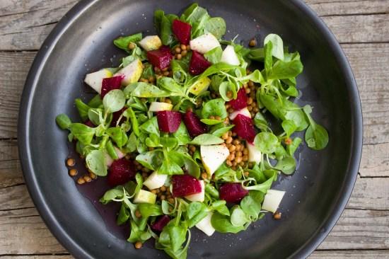 Salat mit Dressing aus Agavensirup und Senf