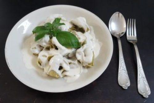 Tortelloni und vegane Sahnesoße