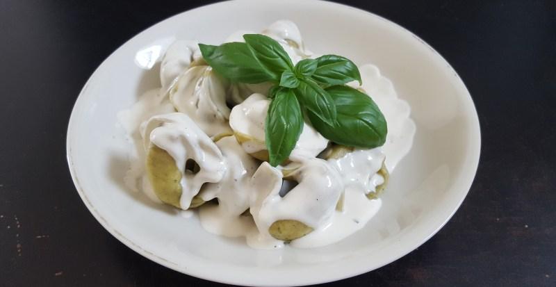 Vegane Sahnesoße und Tortellini