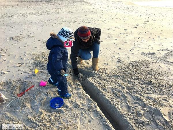 Buddeln macht Spaß und hält fit an der Nordsee in Dänemark