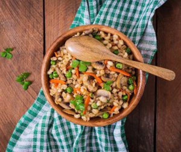 Veganes Graupen-Risotto mit Gemüse