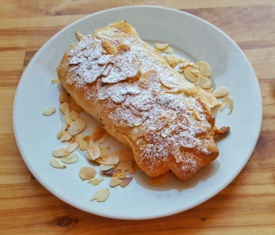 Vegane Croissants mit Marzipan