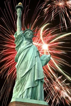 Statue of Liberty and fireworks © Konstantin32 | Dreamstime.com