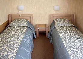 Two twin beds © Yuri4u80 | Dreamstime.com