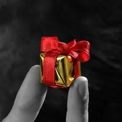 Very small gift © Jokerproproduction   Dreamstime.com