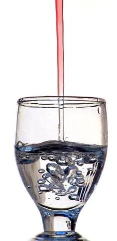 Wine into water © Ziprashantzi | Dreamstime.com