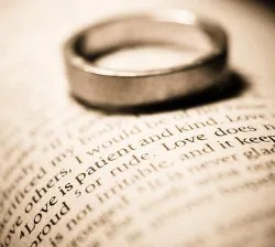 Bible and wedding ring © Aandbphotos | Dreamstime.com