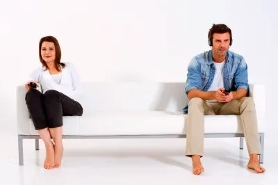 Couple at opposite ends of couch | freedigitalphotos.net