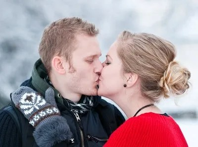 Couple kissing in the cold | freedigitalphotos.net