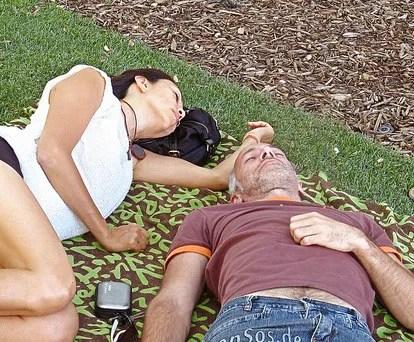 Couple resting © http://www.flickr.com/photos/epsos/