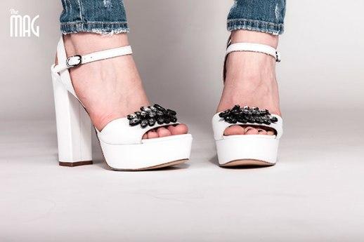 ABITI: Aluigi Aldo di Aluigi Tamara - Jeans strappati,Up Star Jeans. - SCARPE: Scarpe Diem - Sandalo Bianco elegance con gioielli incastonati - MAKE UP: Beauty Flor - HAIR: BB Style