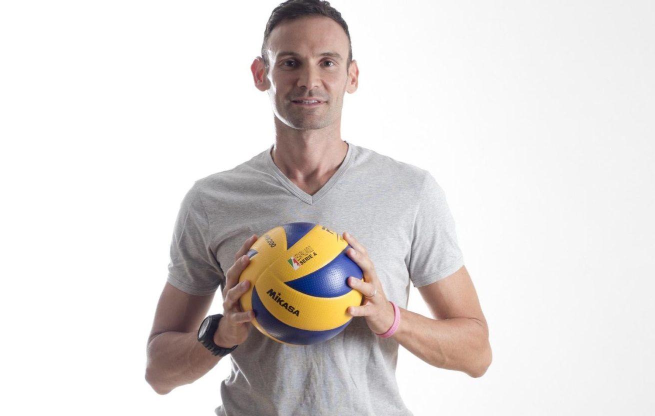 Giacomo Sintini con la palla in mano
