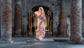 installazione artistica di Carol Bove