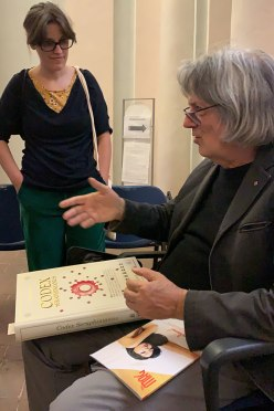 l'incontro con Luigi Serafini mentre ci parla del suo Codex Seraphinianus
