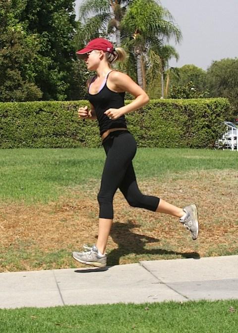 Ali Larter jogging
