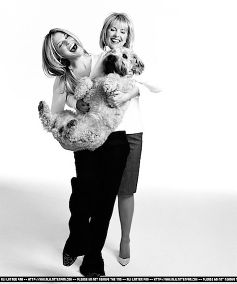 Ali Larter with her mum and dog