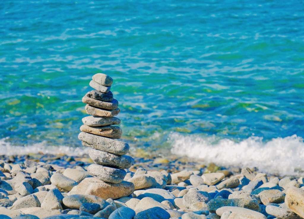 集中 石 海辺 マインドフルネス