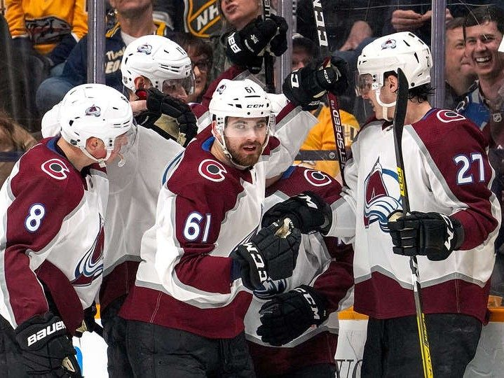 Avalanche fight through injury bug to win seven straight