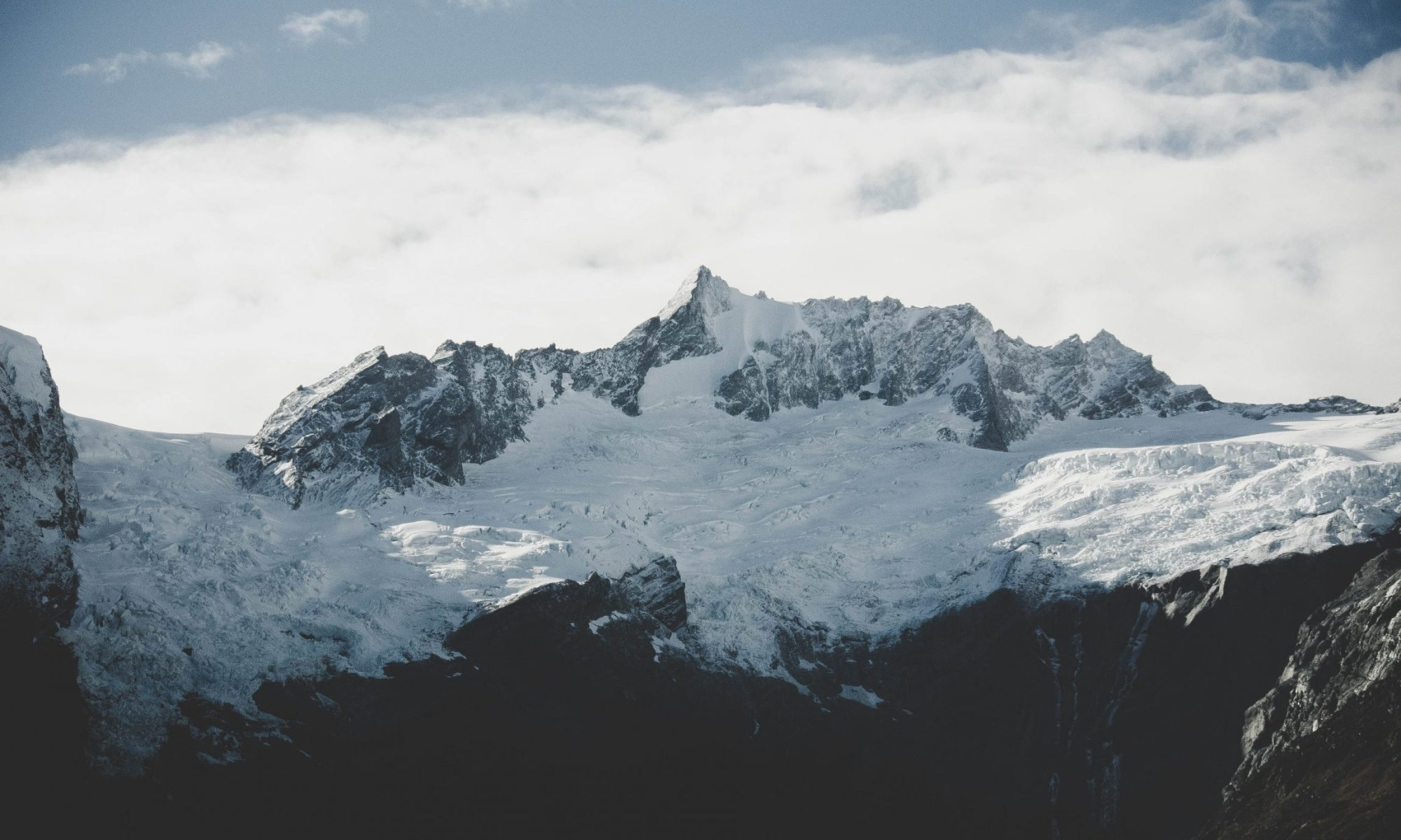 Avalanches- Mount Aspiring, an angry mountain, New Zealand- Photo by Aleks Dahlberg- Unsplash.