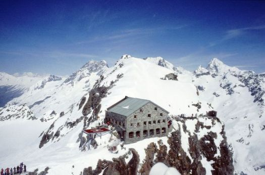 Cabane des Vignettes - Three accidents during the weekend break claimed several victims in the mountains of Switzerland, killing 9 victims