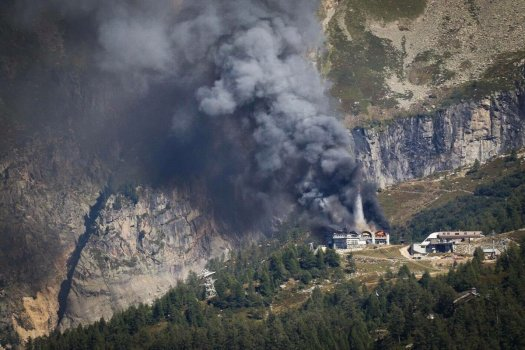 Another image of the terrible fire that engulf the Grands Montets station last week.