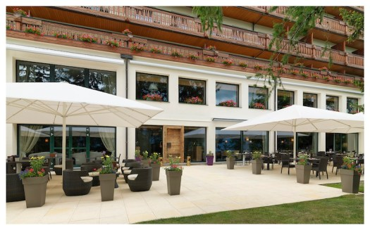 The Royal Hotel terrace is a place to relax and have an aperitivo or lunch 'al fresco'.