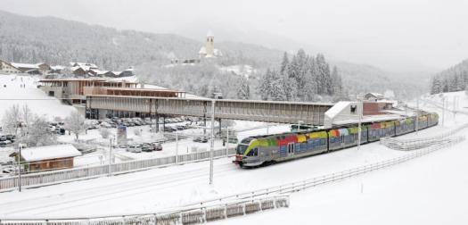 The rail connects 3 Zinnen Dolomites with Kronplatz Plan de Corones. View of the Drei Zinnen/Tre Cime di Lavaredo. Drei Zinnen ski area - Copyright: 3 Peaks Dolomites. 3 Peaks Dolomites will link its resort to Östirol in Austria for the 21/22 ski season .