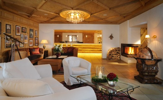 The reception area at the Romantik Hotel die Krone von Lech invites you to lounge. The Must-Read Guide to Lech.