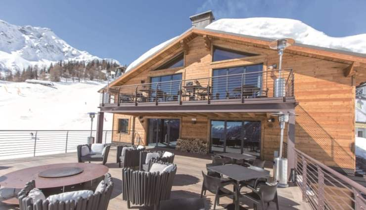 La Loge du Massif is for those wanting to stay slopeside- Located in Plan Chécrouit, it offers deluxe accommodation on the slopes. Photo: Le Massif and La Loge du Massif. Where to stay in Courmayeur.