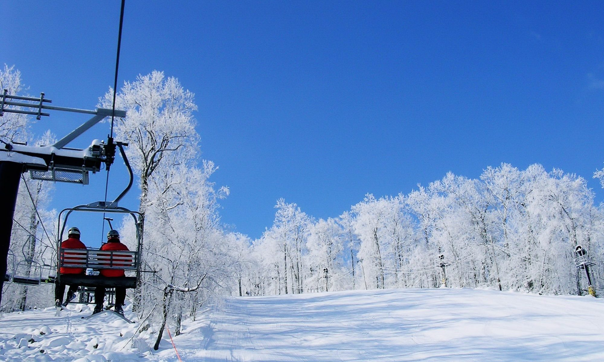 Roundtop Mountain Resort in a blue sky day. Peak Resorts Completes Acquisition of Snow Time.
